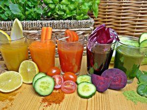 Koktajl z burakiem połączyć możesz z dowolnymi warzywami i owocami.